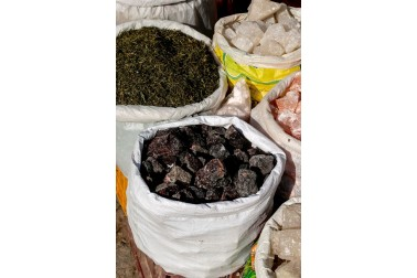 Sac de kala Namak, sel noir de l'Himalaya,  en vente au marché