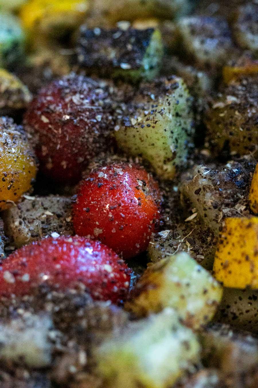 Mélange coffee rub dispersé sur des légumes