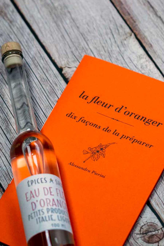 Couverture du livre et bouteille d'eau de fleur d'oranger