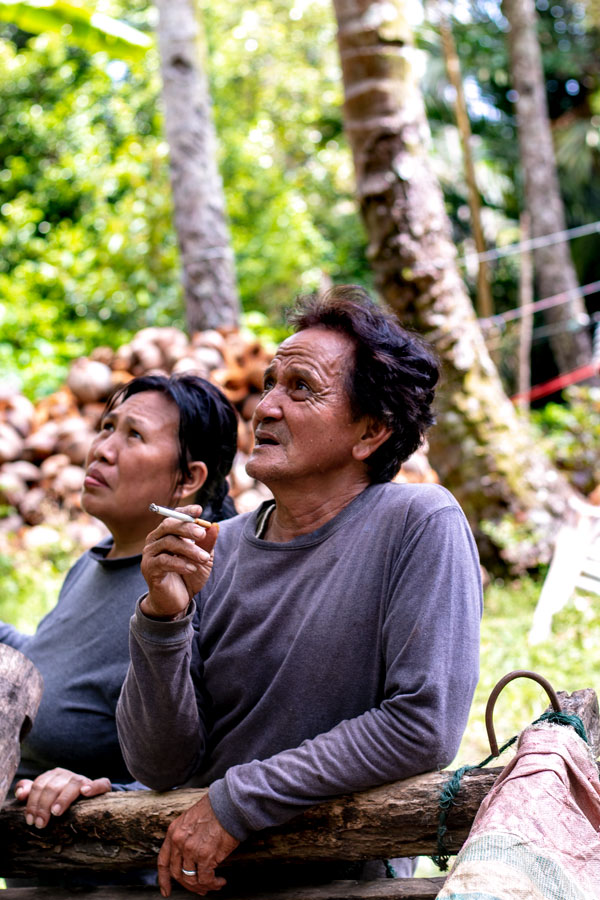 Producteur d'épices biologiques sur l'île de Sulawesi, en Indonésie, avec qui nous collaborons