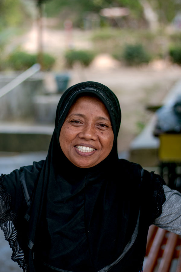 Productrice de poivre sur l'île de Sulawesi, en Indonésie, avec qui nous collaborons