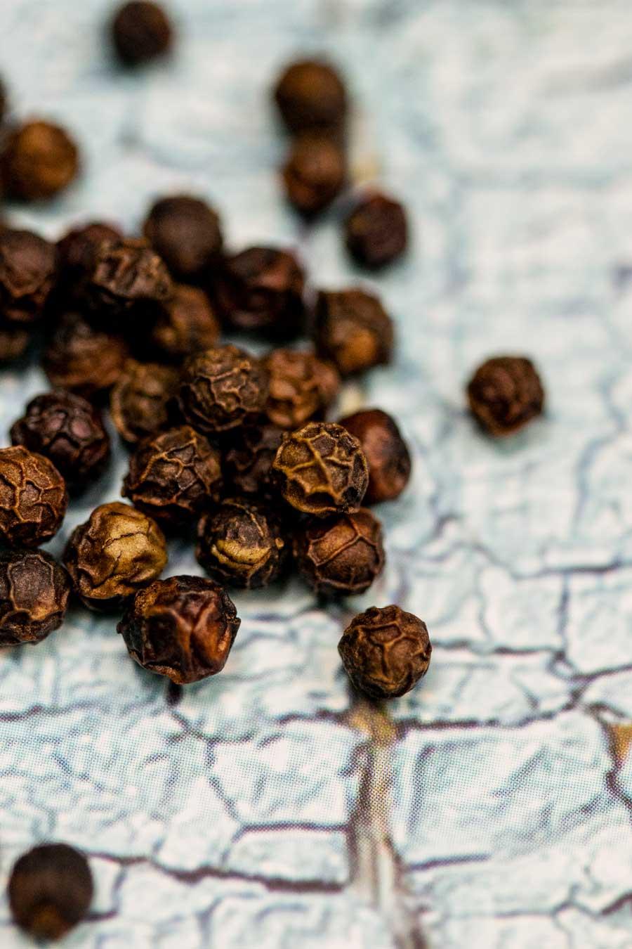 Grains de poivre noir biologique de Sulawesi
