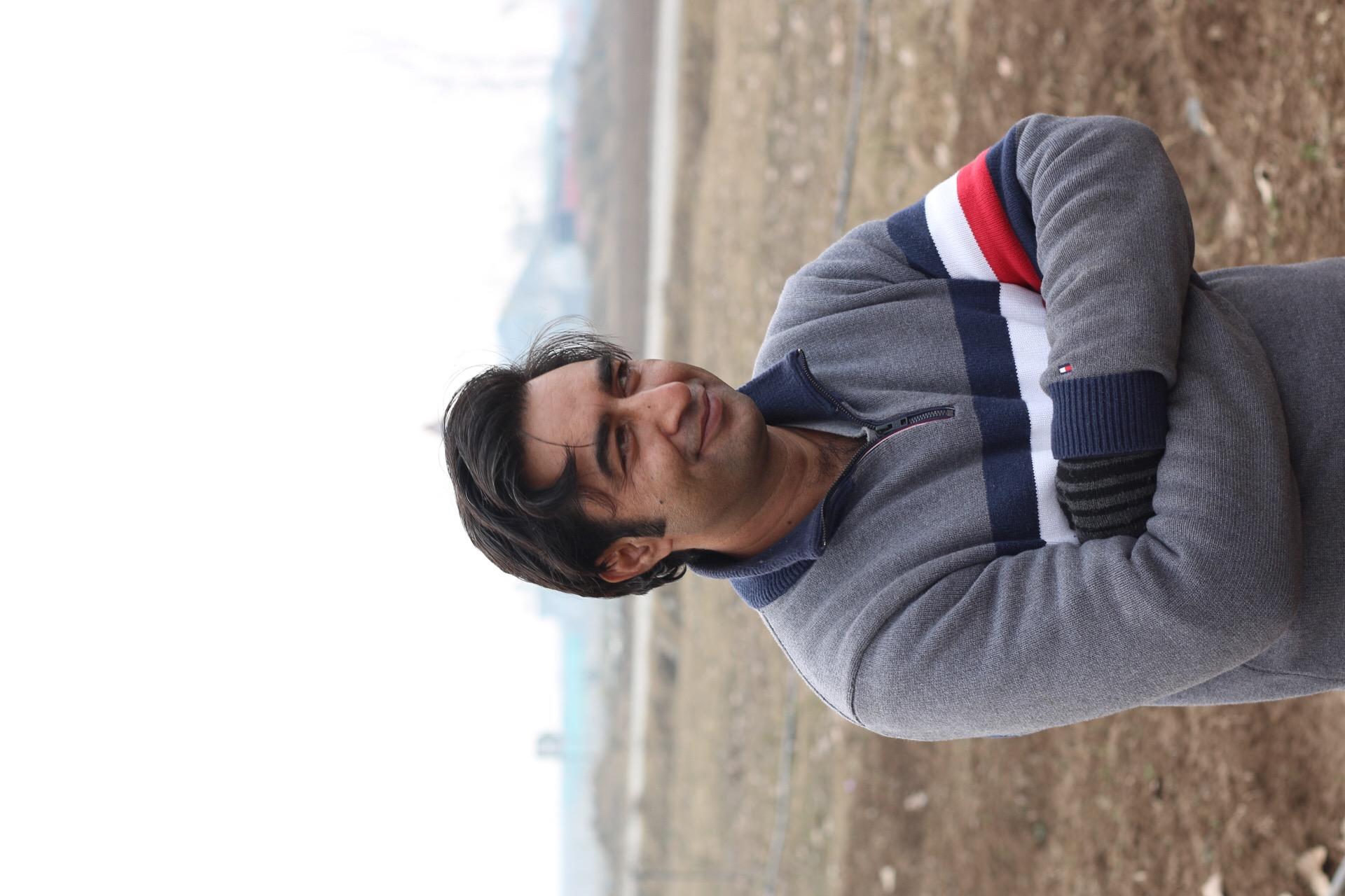 Producteur de safran dans le Cachemire, en Inde, avec qui nous collaborons