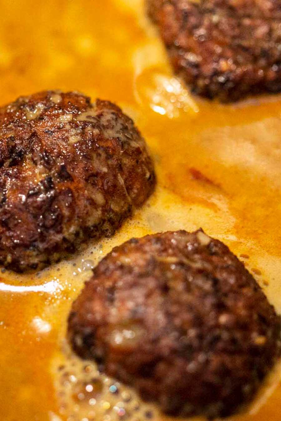 Kofta végétarien avec une sauce au safran