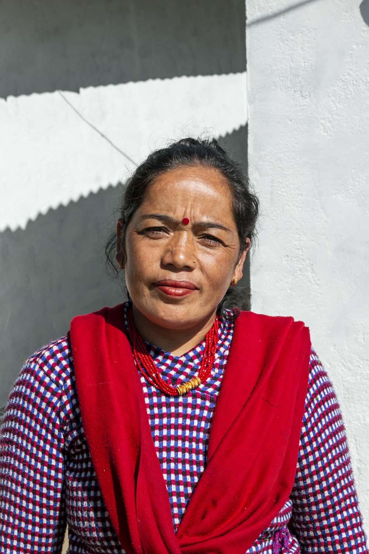 Cueilleuse de timur sauvage au Népal avec qui nous collaborons