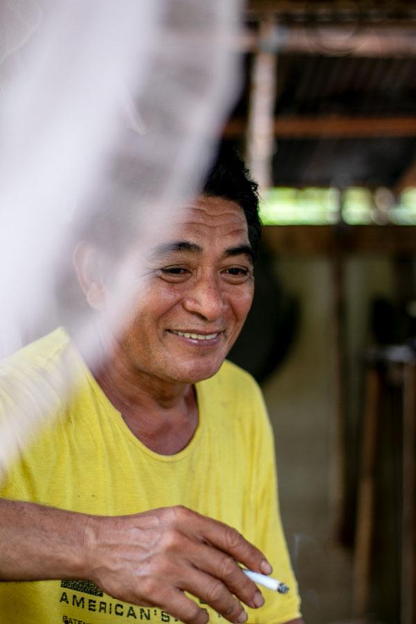 Producteur d'épices sur l'île de Sulawesi, en Indonésie, avec qui nous travaillons