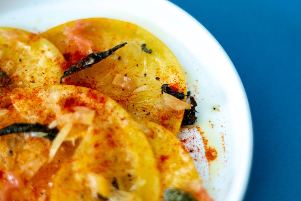 carpaccio de pamplemousse aux feuilles de curry, recette végétarienne, recette vegan, recette sans gluten, épices biologiques, cuisine créative, Épices Shira